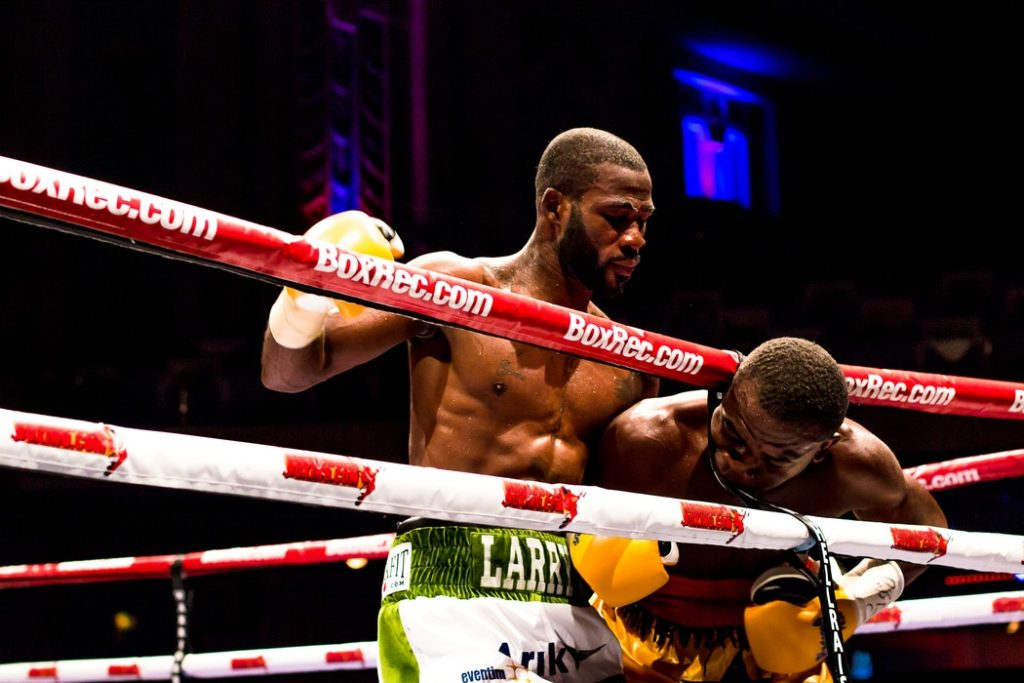 Colpi regolari e scorrettezze nella boxe